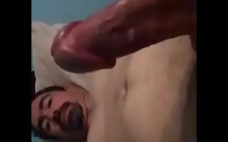 فيديو سكس مترجم مجاني لزوجه تنتاك من فحل امام زوجها الخنيث واذلال الزوج