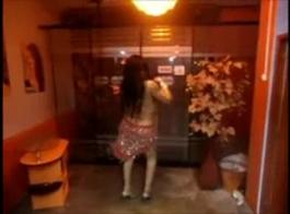 حلوة المدبوغة سامانثا روني ممسحة خبطت ريمكس في غرفة المعيشة