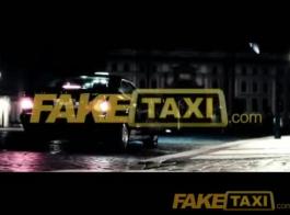 سائق سيارة أجرة الآسيوية ارضاء في سن المراهقة منقاد في الأماكن العامة
