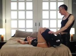 تم القبض على لندن وهي تقوم بالسرقة من المتاجر وتأخذ دفعة سريعة من خلال كاميرا خفية وبهذه الطريقة تلعق كسها ومارس الجنس معها.