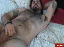 الحلو دينالي الدب الملاعين لها قضيب جلدي مطروق مع الديك
