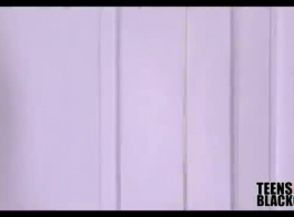 اثنين من الشباب الأسود والأبيض فاتنة مفلس التي يرجع تاريخها مع شخص غريب في غرفة فندق بوجاس