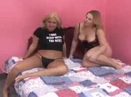 هل تريد مشاهدتي مع صديقتها؟