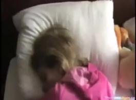 دريفت مكياج إيقاظ فتاة تمارس الجنس في المنزل مع صديقتها الصادمة