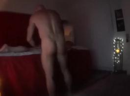 مونتانا عارية الكامل يجري مارس الجنس في الفندق