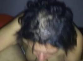 فخور طراز كوغار مع كبير الثدي الطبيعية الملاعين شقراء مثير جبهة مورو الإسلامية للتحرير في الهواء الطلق