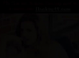 أقرن جبهة مورو يدخن سيجارة بينما صديقتها السحاقية مفلس في الملابس الداخلية