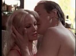 ستايسي لويس تكسب ثدييها اللطيفين