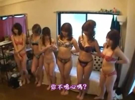 اليابانية مثليه الفتيات التدفق والحصول على كس يمسح ورائحة من قبل كس مشعر