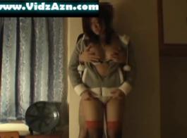 رائعتين صغيرتين الصدر فتاة آسيوية مص على ديك ضخمة.