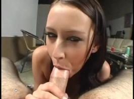 التدخين الساخنة لاتينا فاتنة هو الحصول على بوسها يمسح ومارس الجنس في غرفة الفندق