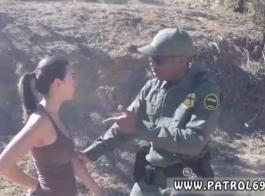 مثير امرأة سمراء شرطي كارمن سانتاماريا ركوب ضخمة ديك