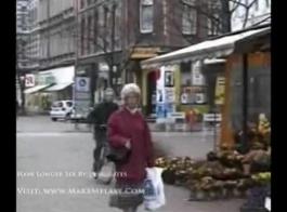 جبهة مورو شقراء جميلة في جوارب المثيرة يحب أن تمتص الديك والشعور بداخلها