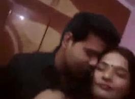 مثير زوجة الهندي اللسان اللعنة سائق مومباي