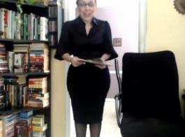 كبير الثدي جبهة مورو زوجة مع البطيخ الضخمة يحتاج إلى العمل بجد. الملاعين العميل المعروف في فندق