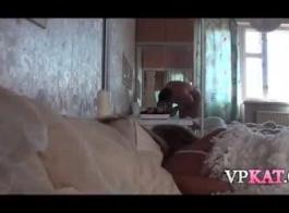تينسلي يستيقظ صديق في الصباح فقط ليمارس الجنس معها