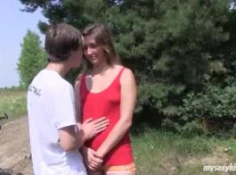 خجول رجل في سن المراهقة يخجل يكتشف متعة متعة النساء في العربدة الساخنة
