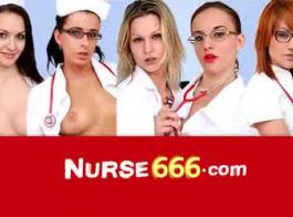 ممرضة المشاغب في الزي الرسمي يحصل