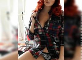 فتاة ساخنة مثير إعطاء اللسان كما وجهها مارس الجنس