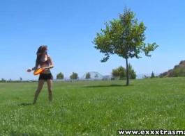 نحيلة في سن المراهقة فاتنة ريان تايلور مع الثدي ضخمة مارس الجنس في حراس الركبة 25