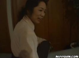 الأسرة اليابانية لدت فاتنة لديها ممارسات غريب في الحمام، صديق يصرخ و كومينغ في كل مرة أخرى