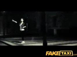 تاكسي وهمية نحيل وتناسب فيننا ريد لمدة 12