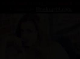 سمراء في سن المراهقة دفع سيارة أجرة سائق سيارة أجرة وسيم من قبل سخيف وابتلاع الخدمة الخاصة للسائق