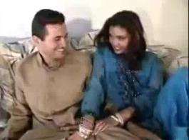 بلدي مقطورة زميله الآسيوية الملاعين صديقته بجد من الخلف في السرير