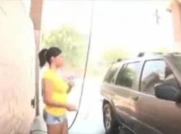 امرأة سمراء فاتنة أنماط سافانا تفضل الشرج المتشددين