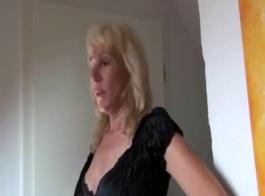 شقراء أقرن ألماني هو ممارسة الجنس غير الرسمي في المحل، لأنها تحتاج إلى المال.