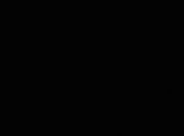 اثنين من الفتيات مع الحمير العصير يمارسان ممارسة الجنس مشجعة بالبخار مع مختلف الرجال في غرفة واحدة.