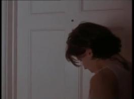 المرأة الساخنة هي وجود جلسة جنسية بالبخار مع شايمية أوتيو، والذين كانوا يصنعون فيديو شهواني.