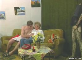 الولد المحظوظ يجرب السكس لاول مرة مع فتاة شقراء Xnxx