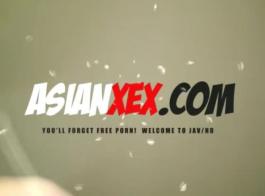 مذهلة الآسيوية مغرية الحصول على عارية.