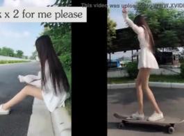 فاتنة في سن المراهقة الآسيوية، لا يمكن لفتاة الكرز أن تعقد من امتصاص الديك الأبيض الكبير، حتى جاءت.