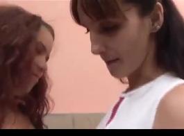 امرأة سمراء حامل هي مص ديك فيتنته خطوة ابنتها، لأنها تحتاج إلى ممارسة الجنس.