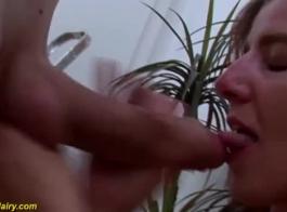 تتميز امرأة سمراء الألمانية بمثابة مكالمة هاتفية، لأن بوسها يحتاج إلى بعض الاحماء.