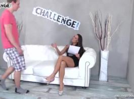 ميلي ميلون و كاترين أوهير يلعبون مع ألعاب الجنس وتئن من المتعة أثناء كومينغ.