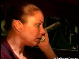 امرأة شقراء سلوتي، يونيو تايلور هو مص الديك حبيبها، لتحفيزه على يمارس الجنس معها ..