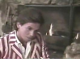 عسل شقراء جميل، ريغان فوكس يحب الطريقة الأذواق لعبة سوداء لشخص آخر بعد ذلك الملاعين لها.