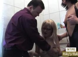 الجبهة الألمانية الساخنة يحب ممارسة الجنس، في حين الحصول على مكالمة من شخص يريد أن يمارس الجنس معها.