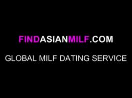 المرأة الآسيوية هي امتصاص ديك صخرة صلبة وإغاظةها.
