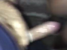 الفتاة الأبنوس تستعد لتصبح احترافية، لأنها تحب ممارسة الجنس أكثر من أي شيء آخر.