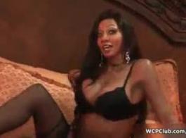 فتاة سوداء ساخنة ثلاثية في المنزل في السرير!