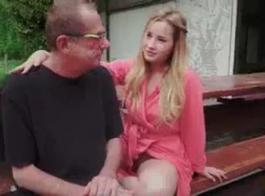 كبير الثدي شابة سمراء في سن المراهقة غال كايلي كينغستون يحب أن يمارس الجنس مع الغرباء هي أيضا تعلم شابا اللسان واللعنة مع فتاة أخرى دافينا تاي الثلاثي المرح