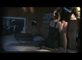 صديقته السابقة المبررة تكشف المغفلون الضخمة وتمارس الجنس بقوة من قبل بي بي سي على الأريكة في النهاية
