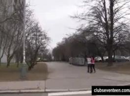 امرأة سمراء في سن المراهقة مع الحمار مذهلة الشرج القذرة