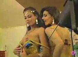 في آر بوليوود تشاهد النساء عاريات ويسرقن في الكاميرا المسروقة