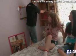 الشباب في سن المراهقة الساخنة تتمتع الثلاثي مع زوج أمها