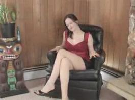 تتمتع سمراء فاتنة مع جميلة الوجه إليكترا روز هو استمناء لها طويل البظر من قبل قضيب مطاطي كبير وتهتز الثدي مع المطاط المشابك
